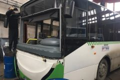 Troliga bus - výmena čelného skla
